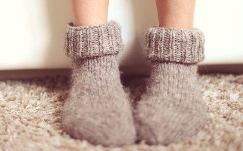 冬天冻脚怎么办 冬天怎么给脚保暖 冬天脚很冻怎么解决