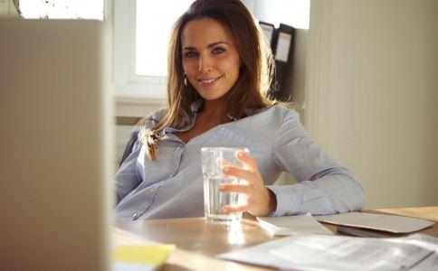 多喝开水可以预防肾结石吗 肾结石的饮食要注意什么 为什么喝开水可以预防肾结石