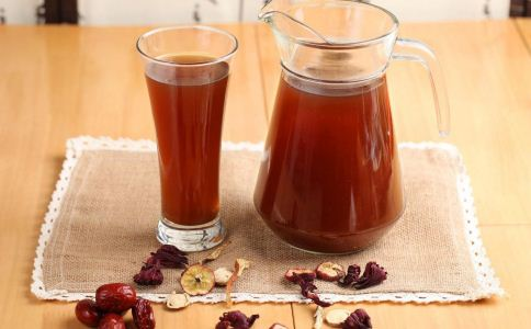 山楂片蜂蜜水的功效 山楂片蜂蜜水的好处 山楂片怎么泡水喝