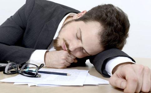 男性趴着午睡会导致不育吗 不育的原因有哪些 怎么预防不育