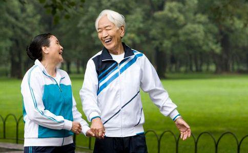 老人狂买保健品藏满家中 老人如何保健 老人保健的方法
