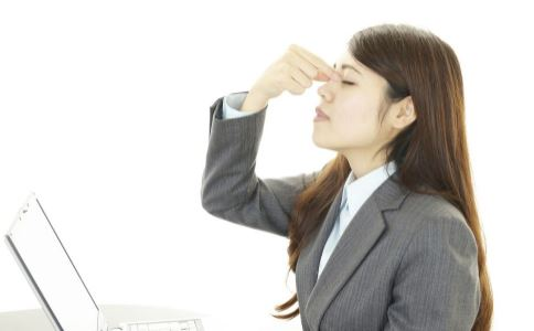 每天对着电脑眼睛很疲劳 试试眼部穴位操