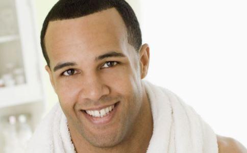 男子患多毛症 多毛症的原因是什么 如何治疗多毛症