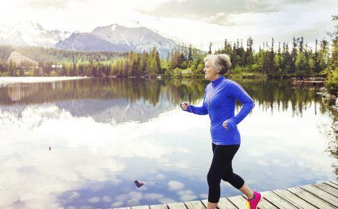 老人运动时要注意什么 老年人如何运动 老人健身时的注意事项