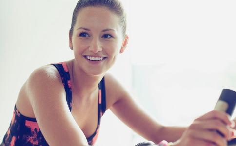 长期久坐的危害有哪些 久坐会伤害皮肤吗 女人该怎么呵护自己的皮肤