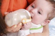 宝宝转奶很重要 这样做才正确