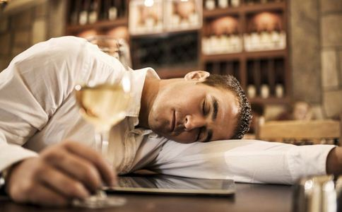 喝一杯奖励三千喝进医院 喝一杯奖励三千 醉酒的危害