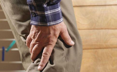 老年人腰酸背痛腿抽筋怎么办 老年骨质疏松吃什么好 如何预防骨质疏松