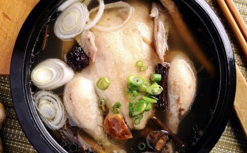 黄芪炖鸡怎么做 黄芪炖鸡的做法 黄芪炖鸡汤怎么做