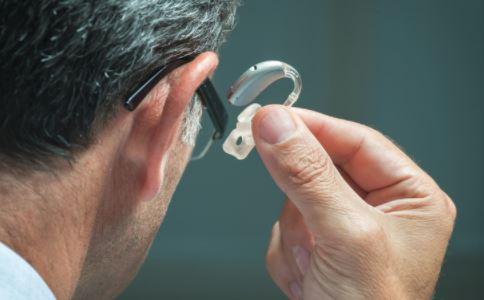 老年人如何选择助听器 老人助听器怎么选择 老人助听器用什么好