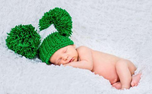 小孩睡觉打呼噜是什么原因 小孩睡觉打呼噜有哪些危害 小孩睡觉打呼噜怎么办