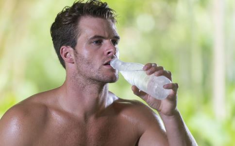 健身有什么好处 男人健身的好处是什么 健身要注意什么
