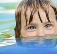 寒假孩子学游泳 儿童学游泳有这些好处