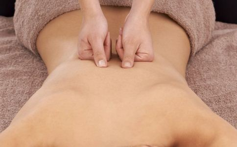 背部如何保养 后背的保养方法 春季如何保养后背
