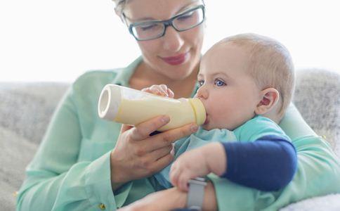 婴儿奶粉喂养的正确方法 人工喂养的正确步骤 奶粉喂养的方法和时间