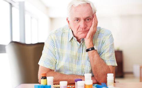 胃溃疡的症状 胃溃疡有哪些症状 胃溃疡的原因