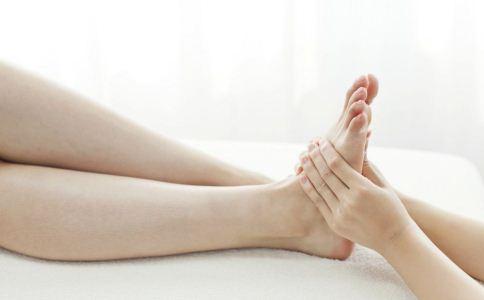 脚底按摩有哪些好处 脚底按摩的功效与作用 脚底按摩的注意事项