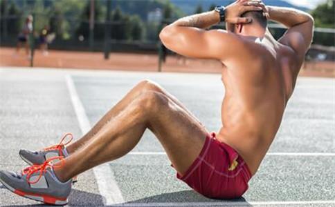 怎么锻炼腹肌 锻炼腹肌的动作 腹肌锻炼注意事项