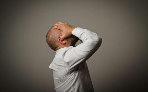 年轻人偏头痛有什么症状 年轻人偏头痛有哪些征兆 如何预防偏头痛