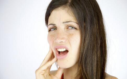 导致牙周炎的原因 如何预防牙周炎 牙周炎的预防方法