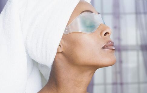 眼睛水肿怎么办 眼睛水肿如何消肿 眼睛水肿的消肿方法