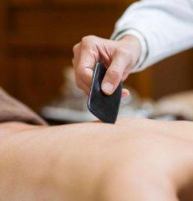 刮痧怎么刮才可以 怎么使用刮痧板 刮痧的正确方法