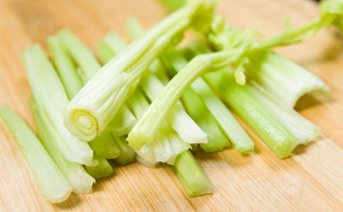 孕期清火食谱 芹菜拌腐竹的做法 芹菜拌腐竹