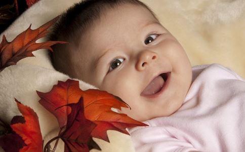 宝宝频繁眨眼的原因是什么 宝宝频繁眨眼是怎么回事 为什么宝宝频繁眨眼