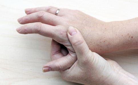 皮炎患者如何护理 皮炎患者怎么护理 皮炎患者护理要注意什么