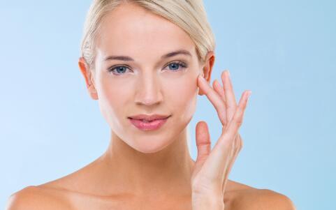 春季皮肤干燥怎么办 春季皮肤补水的方法 皮肤干燥补水的方法