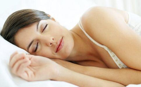 女人睡觉可以美容吗 女人睡前要准备什么 女人怎么睡觉可以美容