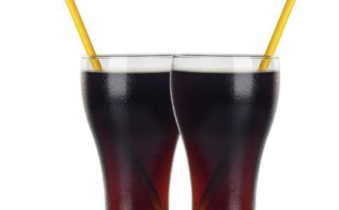喝碳酸饮料一年多牙齿溶解 碳酸饮料有什么危害吗 碳酸饮料的危害