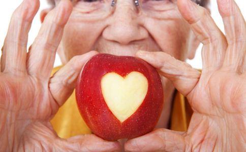老人吃苹果的好处 老人吃什么水果好 老人吃苹果的功效