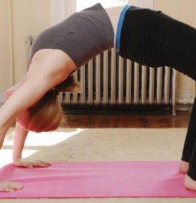 女人在哺乳期怎么才能变瘦 哪些瑜伽动作可以减肥 哺乳期女人该怎么减肥