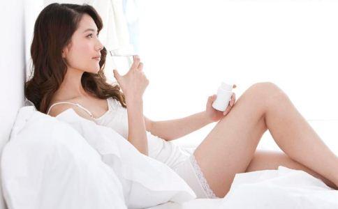 女人早上喝温盐水好吗 女人该怎么保健养生 早上喝温盐水的好处有哪些