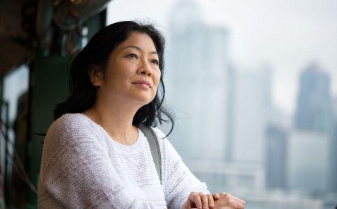 女人该怎么度过更年期 女人更年期该怎么饮食 女人更年期的保健方法有哪些
