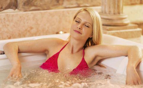 女人泡温泉的好处有哪些 泡温泉对身体好吗 泡温泉的好处有哪些