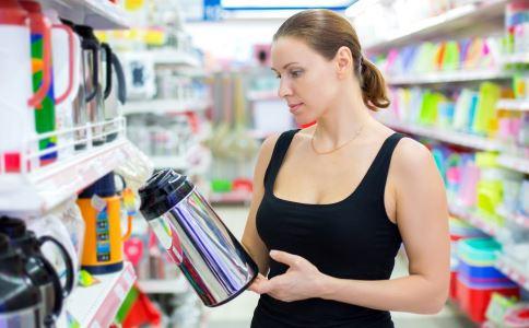 用保温杯泡中药好吗 保温杯不能装什么饮料 能不能用保温杯泡中药喝