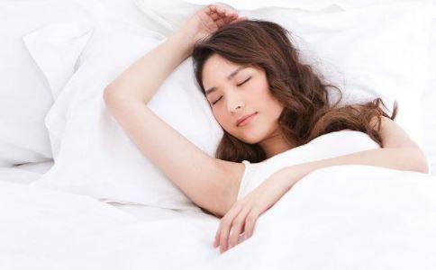 怎么睡美容觉 睡觉之前怎么做能美容 晚上睡觉美容的方法