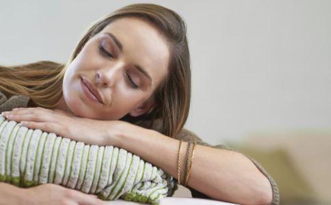 午睡有哪些好处 哪些人不适合午睡 午睡什么姿势才正确