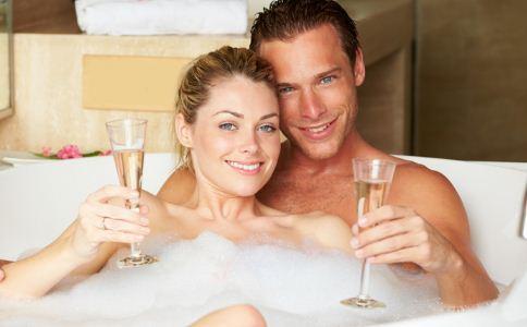 什么人不适合男女共浴 男女共浴要注意什么 女人在洗澡的时候要注意什么