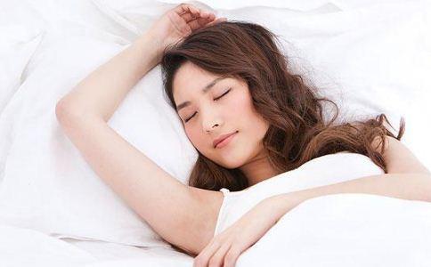 女人怎么睡觉最健康 睡前哪些事情不能做 女人睡觉前怎么保养脸部