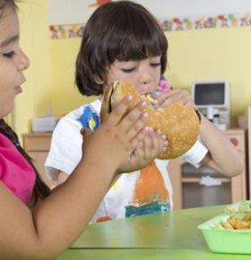 孩子在幼儿园的表现不好 幼儿园孩子在家的表现 孩子在幼儿园哭闹怎么办