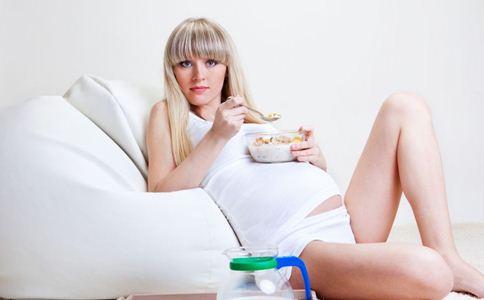 孕期水肿怎么办 孕期消肿的方法 如何缓解孕期水肿