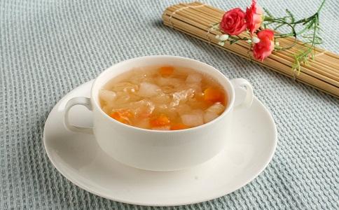 晚上可以喝营养雪梨汤吗 银耳雪梨汤的营养价值 银耳雪梨汤的做法