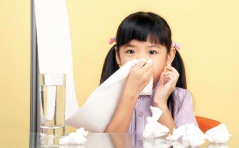 得了鼻炎鼻出血怎么办 引起鼻出血的原因是什么 鼻出血如何正确止血