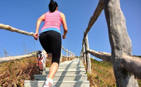 女人来月经能跑步吗 经期可以运动吗 女人在经期可以运动吗