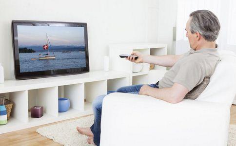 看电视增加癌风险 看电视患癌 肠癌的预防方法