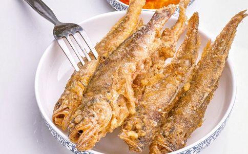 老人吃2碗小鲫鱼不吐刺 鱼刺卡住怎么办 鱼刺卡住如何处理