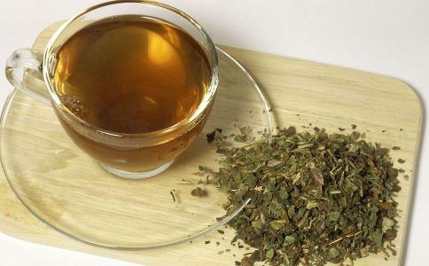 反复烧心怎么办 喝蒲公英茶有什么效果 蒲公英茶能治疗烧心吗